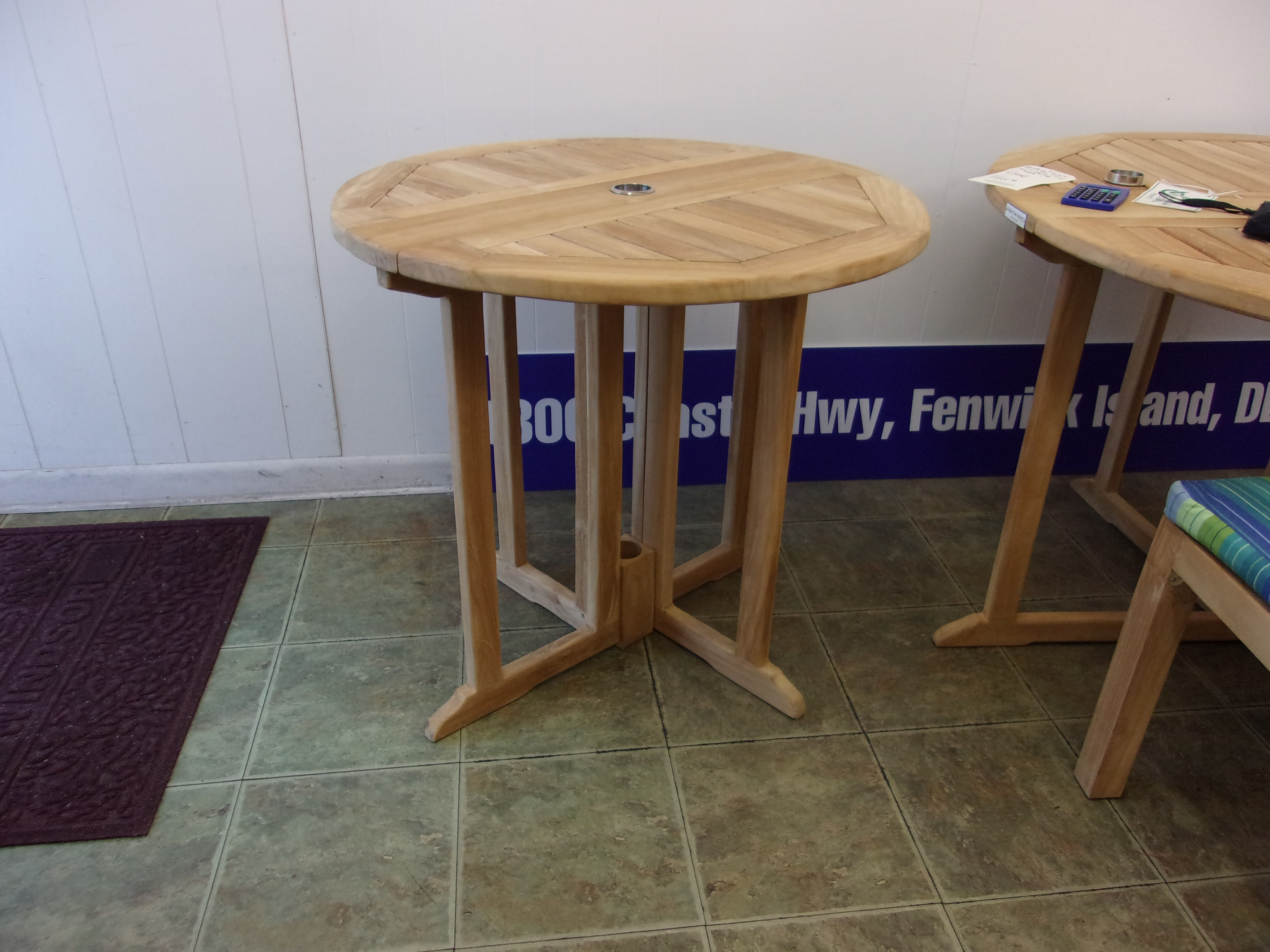 """Barcelona 32"""" Round Drop Leaf Folding Table ...use with 1 Leaf Up or 2.... Makes 2 different tables"""